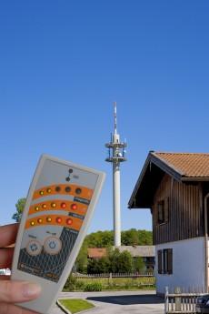 Verhuur van verbeterde electrosmog indicator voor het snel detecteren van stralingsbronnen.  Exclusief verzend- en borgkosten