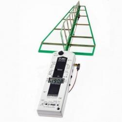 Gelijk aan het model hierboven, alleen met geoptimaliseerde hoogfrequent analyser met verniewde antenne voor Radar/UMTS . En schakelbare 2 MHz Videobandbreedte.Voor het uitzonderlijk precies meten van ultrakorte radarfrequenties. Frequentiebereik: 800 MHz - 2,5 GHz.