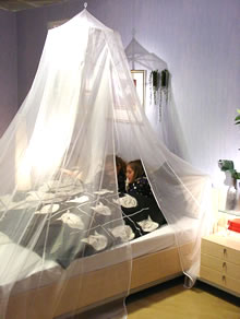 Kingsize klamboe pyramidevorm 2 persoons voor bed van 2,4m x 2,4m